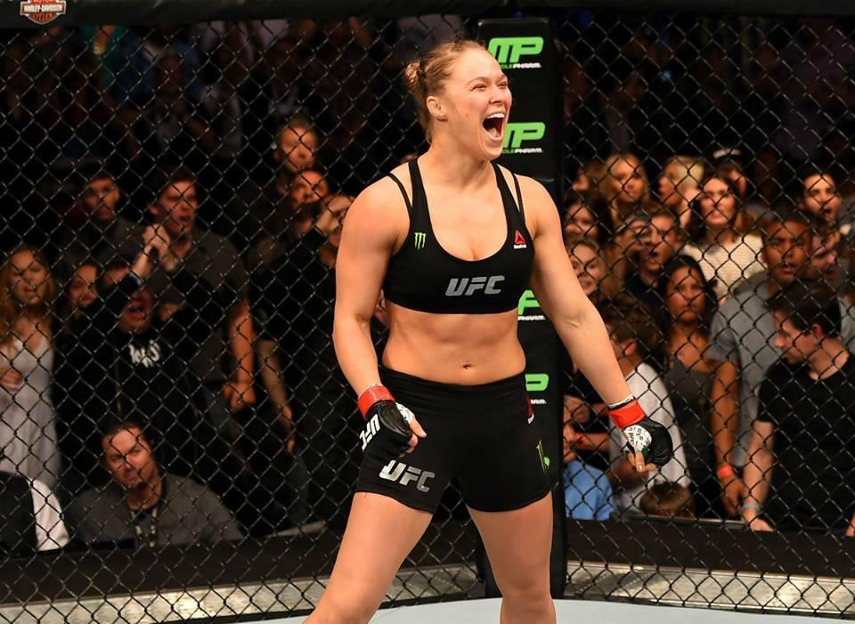 Rousey comemora mais uma defesa de cinturão. Foto: UFC/Facebook