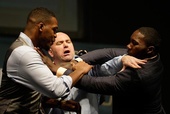 Jon Jones e Anthony Johnson simulam briga e pregam peça em Dana White