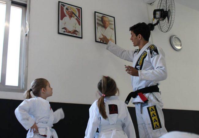 A mão na gola para anular a meia-guarda no Jiu-Jitsu, com o GMI Caio Nucci