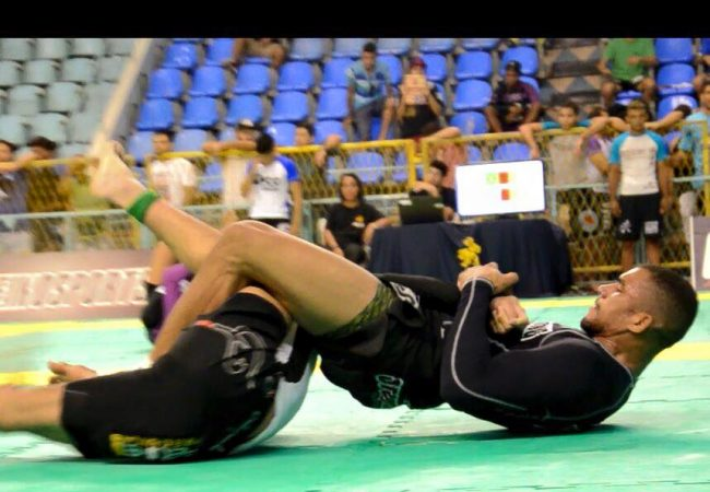Rio Fall Open: o armlock fatal de Erberth Santos no absoluto sem kimono