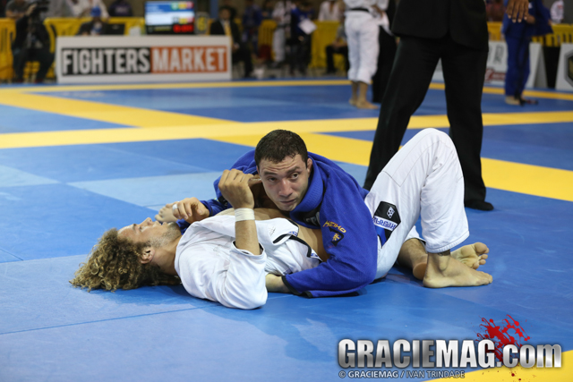 Leo Nogueira where he wants to be. Giving opponents no room to move. Photo by Ivan Trindade/GRACIEMAG