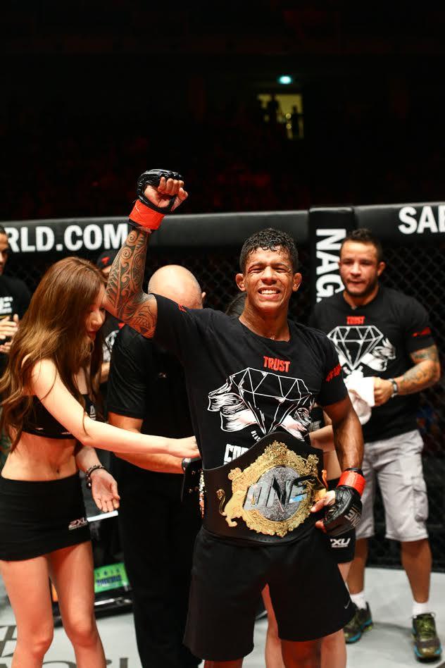 Adriano Moraes venceu mais e agora acumula 13 vitórias na carreira. Foto: One FC