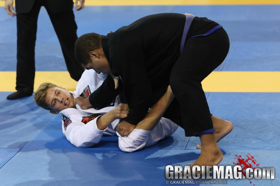 Nicholas contra Isaque na final do absoluto. Foto: Ivan Trindade/GRACIEMAG