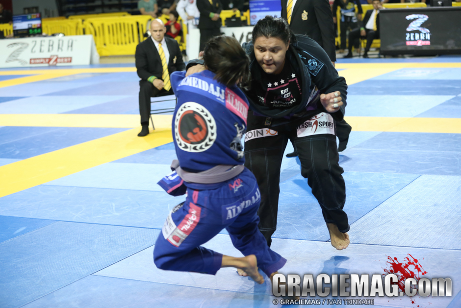 Tayane ataca Bianca. Foto: Ivan Trindade/GRACIEMAG