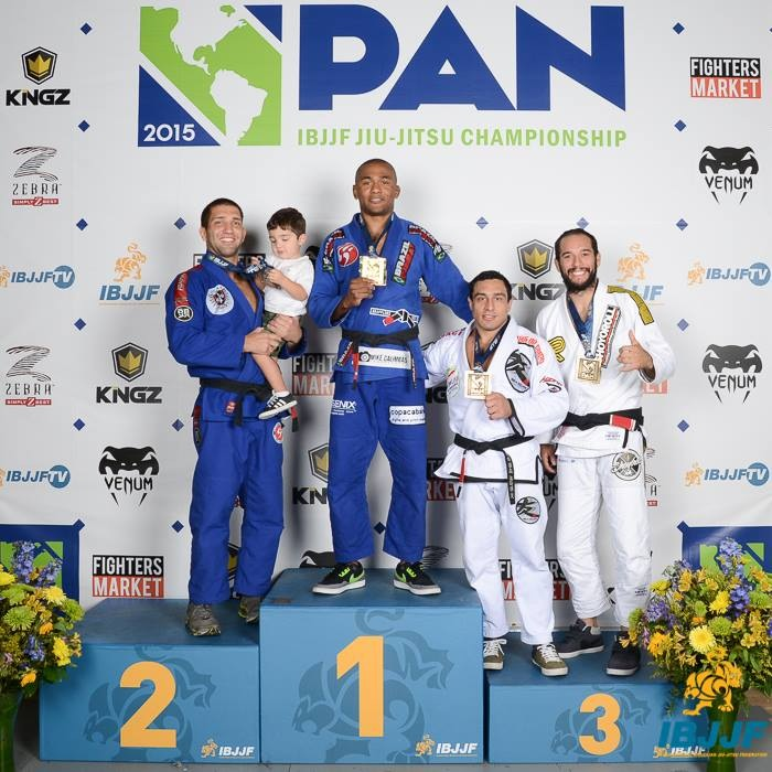 Antelante on the top of the podium with Formiga on his right. Photo: IBJJF