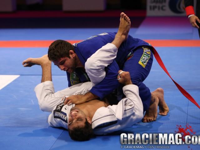 Buchecha coloca pressão em Leandro Lo. Foto: Ivan Trindade/GRACIEMAG