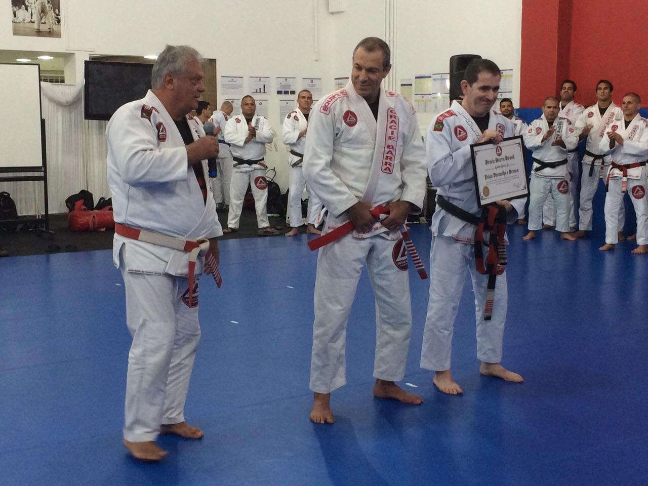 Carlos Gracie Jr agora e faixa vermelha e branca Foto Aragao