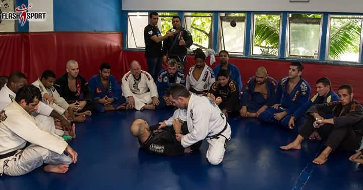 Reunião dos árbitros. Foto: FlashSport