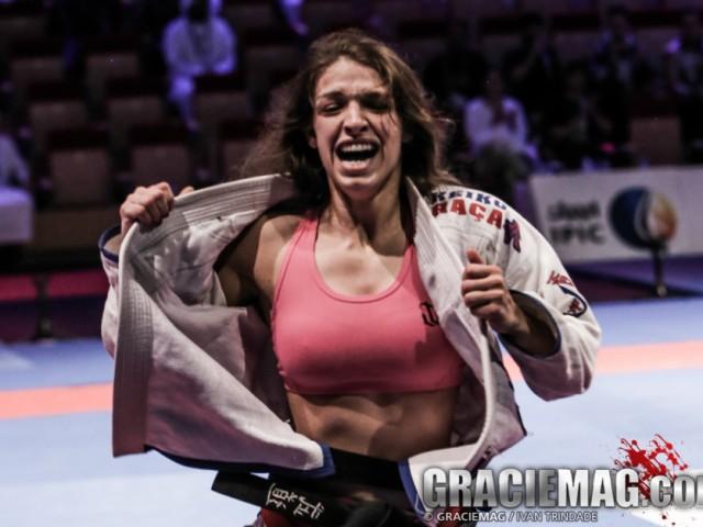Mackenzie Dern ficou emocionada com a conquista. Foto: Ivan Trindade/GRACIEMAG