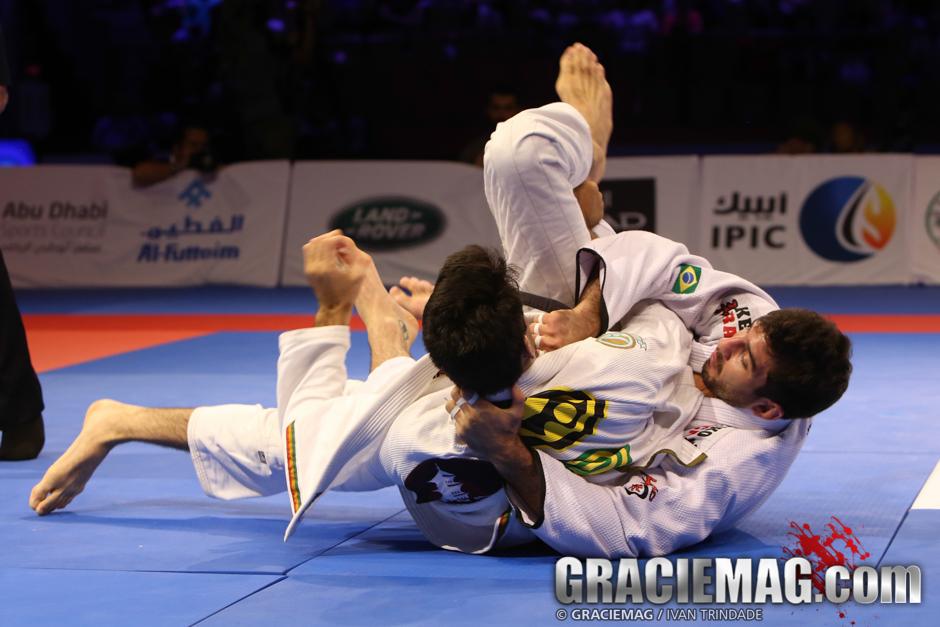 Lepri ataca Gabriel Rollo na final da categoria. Foto: Ivan Trindade/GRACIEMAG