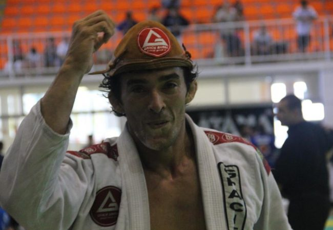 GMI: Puxe para a guarda no Jiu-Jitsu e ataque o triângulo, com Lucio Charly Brown