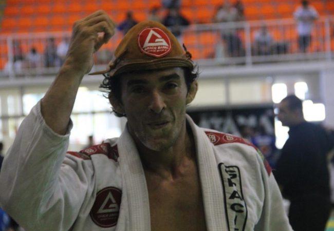 GMI: Puxe para a guarda no Jiu-Jitsu e ataque o triângulo, com Lucio Charly Brown
