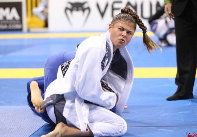 No Dia Internacional da Mulher, treine defesa pessoal com a campeã Monique Elias