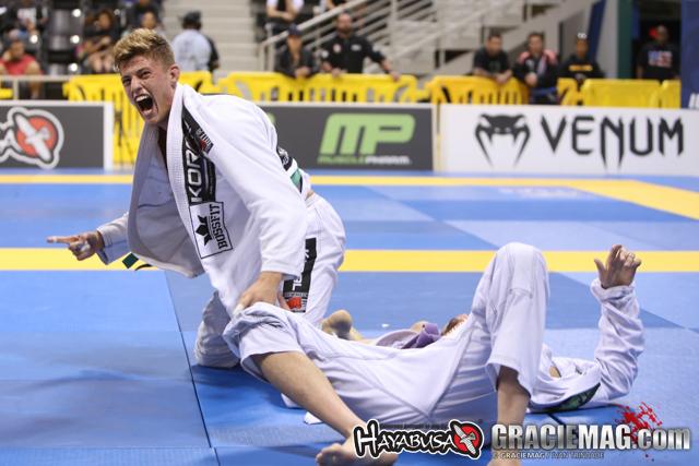 Nicholas Meregali finalizou Rafael Vasconcelos na final do peso e do absoluto. Foto: Ivan Trindade