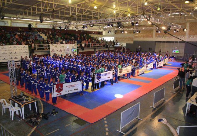 Jiu-Jitsu, com apoio da Petrobras, já tira 900 crianças do mau caminho