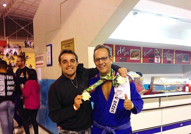 Felipe Preguiça comemora título absoluto do pai Marco no Brasileiro de Jiu-Jitsu
