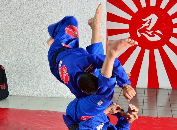 The simplest hip drills to improve your guard today