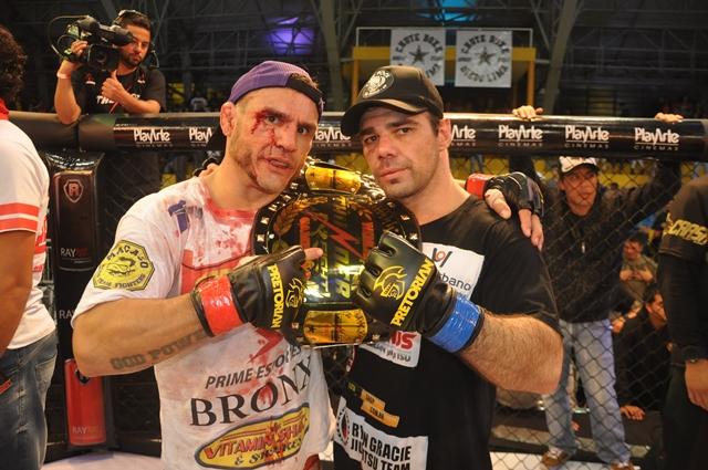Jorge e Celsinho após a luta. Foto: Marcos Santos