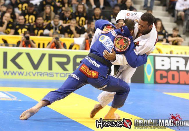 A paciência e o jogo sólido do campeão mundial de Jiu-Jitsu Claudio Calasans
