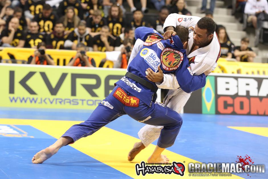 Claudio Calasans tenta derrubar Vitor Henrique no Mundial 2015