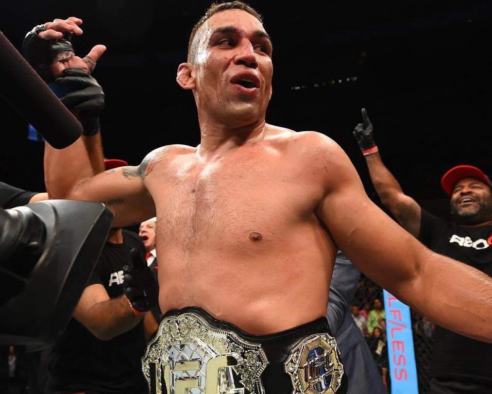 Fabricio Werdum campeao no UFC 188 apos pegar cain Velasquez Foto Divulgacao UFC