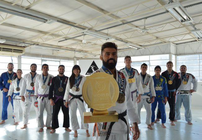 Como nasce um faixa-roxa de Jiu-Jitsu campeão de tudo? Mário Reis explica