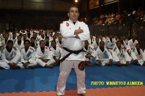 Invista nas quedas, com o professor de Jiu-Jitsu Henrique Machado