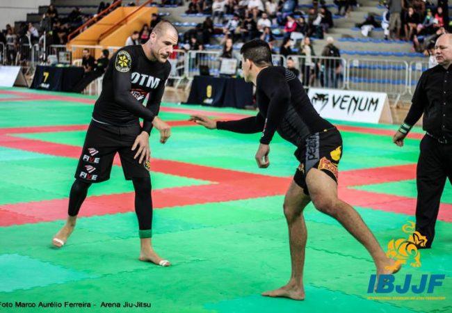 Curitiba Open de Jiu-Jitsu: o estrangulamento incomum de Rafael Lovato sem kimono