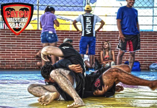 Torneio de catch wrestling resgata regras antigas da modalidade