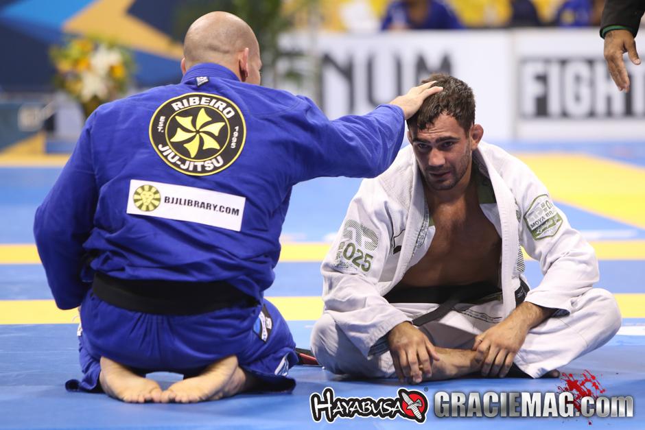 Xande Ribeiro consola Lucas Leite no Mundial 2015