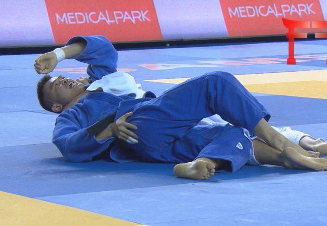 Foi ao chão? Ataque o estrangulamento ezequiel e finalize no Jiu-Jitsu