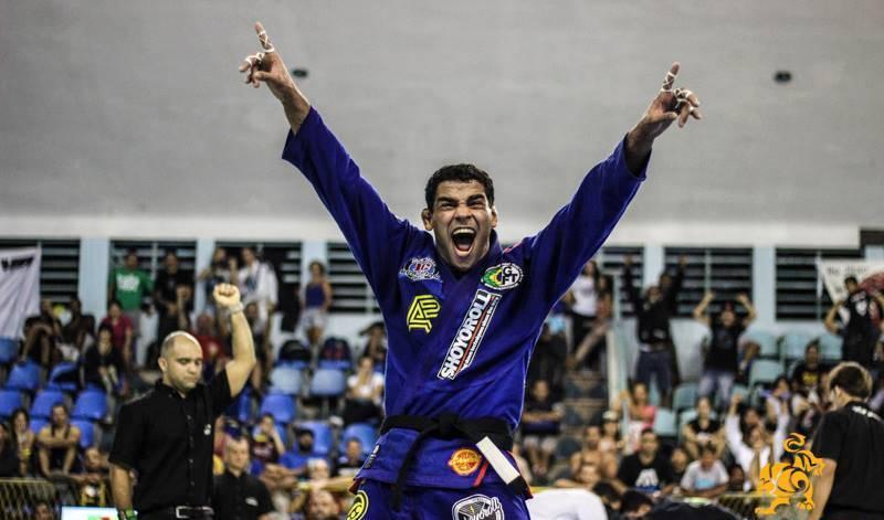 Jaime comemora após vencer. Foto: Marco Aurélio/Arena Jiu-Jitsu