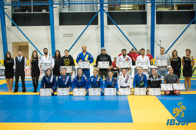 The male and female top 10 ranked athletes during ceremony at the 2015 Worlds. Photo: Kenny Jewel/IBJJF