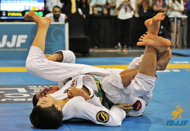 Not a berimbolo fan? Xande, MG, Queixinho teach you how to shut it down