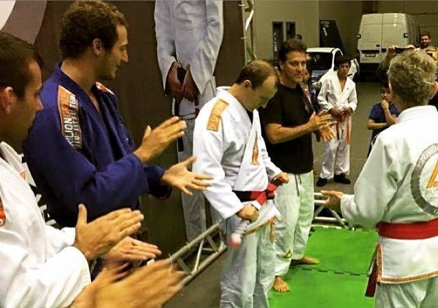 Mestre Rilion Gracie recebe a faixa-coral de Jiu-Jitsu