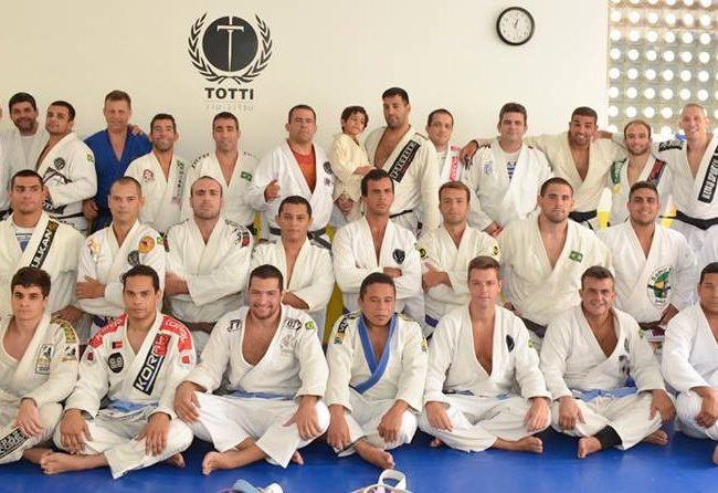 GMI: Iluda o adversário com o ataque lateral de Rodrigo Totti