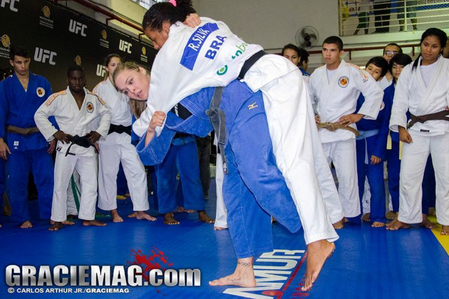 Here's a rare sight. Ronda Rousey losing a fight