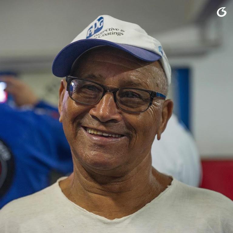 """O famigerado """"Apaga Vela"""", grande amigo de Carlson, foi um dos que se emocionou na despedida. Mas também distribuiu sorrisos contagiantes. Foto: Luca Atalla."""