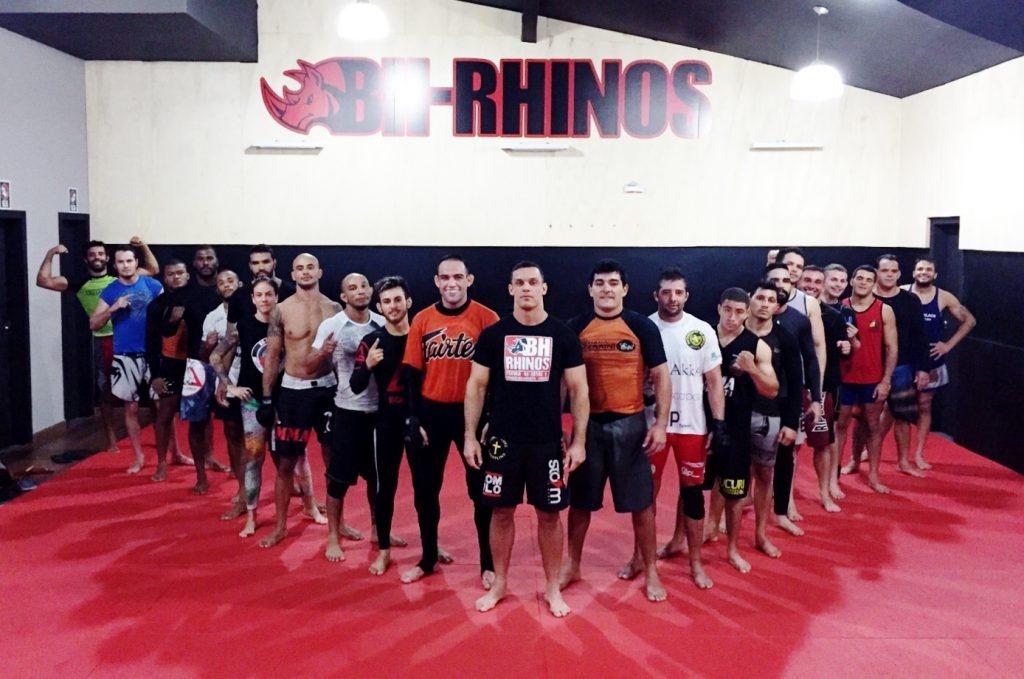 Professor Titi e seu time de MMA.