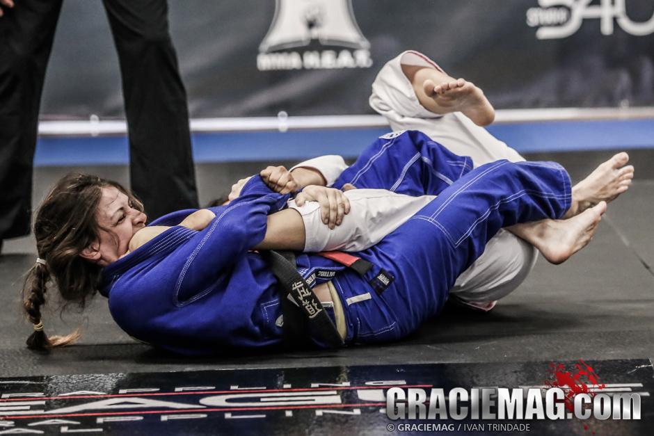Mackenzie Dern finalizou suas três lutas no evento californiano