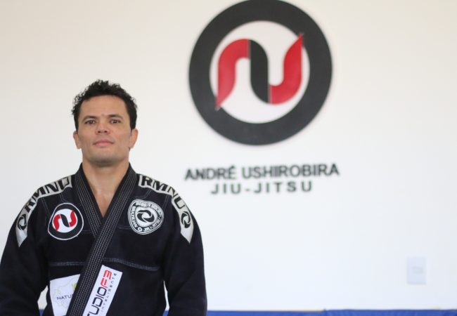 Vídeo: O ataque duplo nas pernas para finalizar com eficiência, na academia Ushirobira Jiu-Jitsu