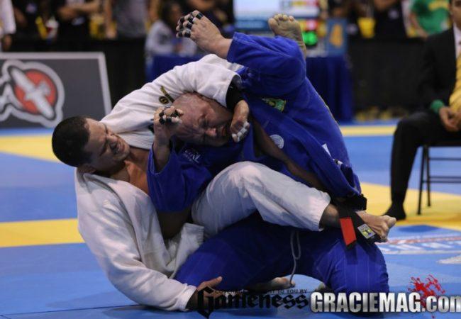 Vídeo: Os melhores lances de Saulo Ribeiro, ouro duplo no Mundial de Masters