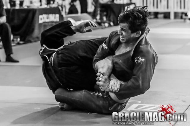 Osvaldo Queixinho teaches a toe hold finish from the 50/50 guard