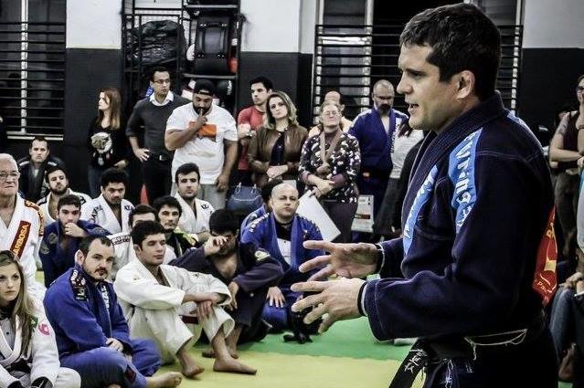 Aprenda a controlar as costas de vez, com o craque Marco Barbosinha