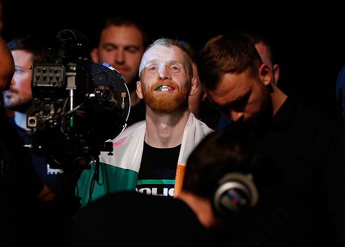 O irlandês Paddy Holohan encara Louis Smolka na luta principal. Foto: Divulgação