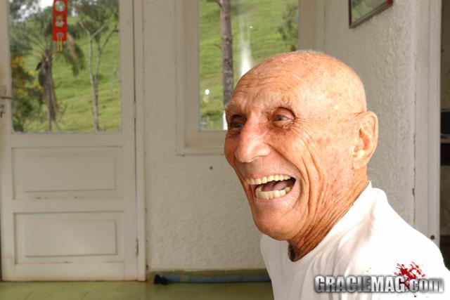 Helio Gracie costumava rir do perigo. Foto: Gustavo Aragão/GRACIEMAG