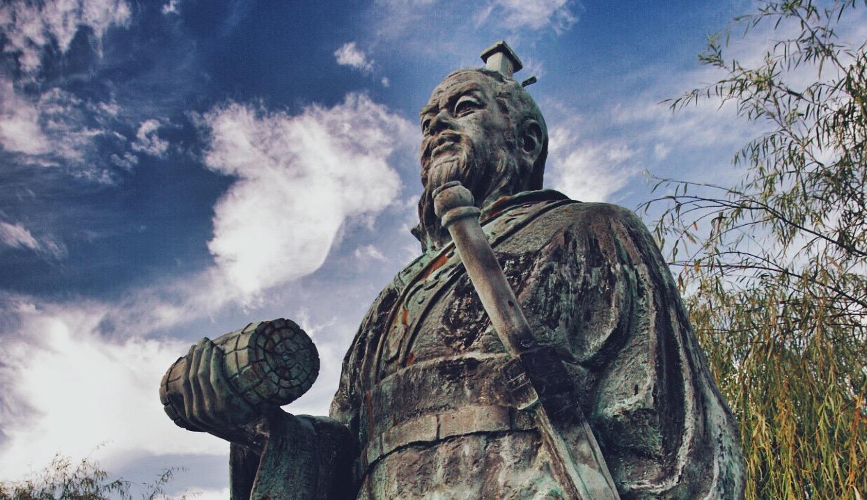 Estátua do general chinês Sun Tzu. Foto: Wikipedia/Divulgação