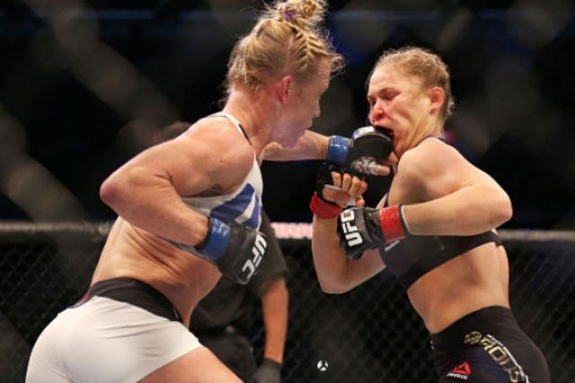 Holly Holm venceu Ronda Rousey em pé, aos 59s do R2, no UFC 193 na Austrália. Foto: UFC/Divulgação
