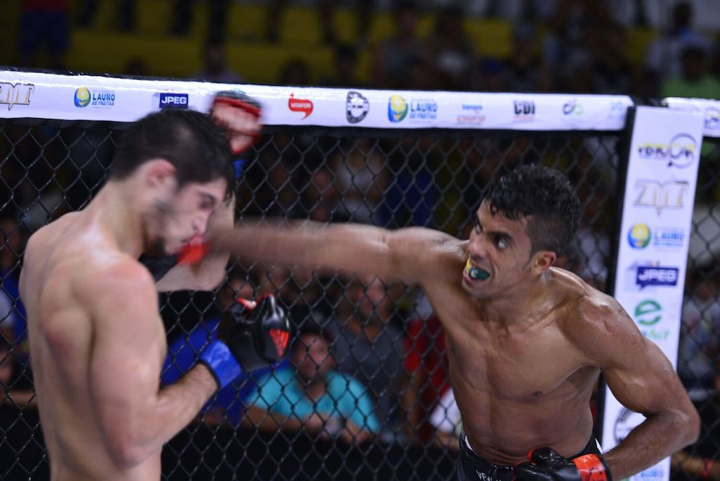 O Shooto Brasil animou a torcida na Bahia, com o novo campeão Rafael Sobral. Foto: Divulgação