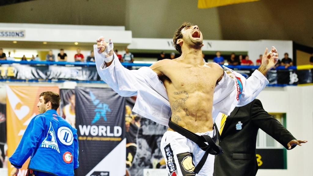 Tetracampeão mundial dono de um gás invejável, Leandro Lo celebra mais uma conquista. Foto: Arquivo GRACIEMAG/2012